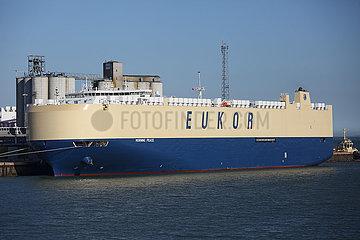 Southampton  Grossbritannien  Frachtschiff Morning Peace der Reederei EUKOR Car Carriers im Hafen