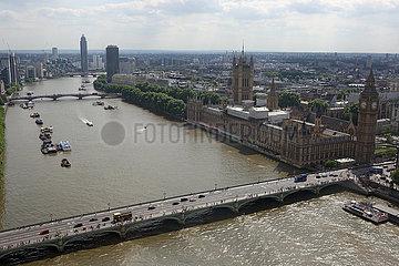 London  Grossbritannien  Blick auf den Palace of Westminster und die Westminster Bridge an der Themse