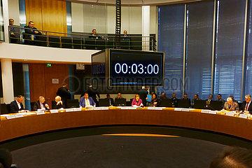 Berlin  Deutschland  Runder Tisch im Bundeskanzleramt