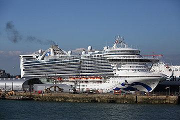Southampton  Grossbritannien  Kreuzfahrtschiff Caribbean Princess im Hafen