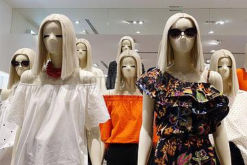 Dubai  Vereinigte Arabische Emirate  Weibliche Schaufensterpuppen ohne Mund