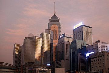 Hong Kong  China  Hochhaeuser im Stadtteil Wan Chai mit dem Hong Kong Central Plaza Hotel