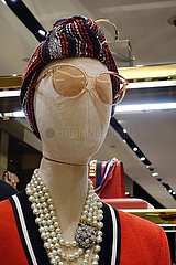 Dubai  Vereinigte Arabische Emirate  Weibliche Schaufensterpuppe ohne Mund