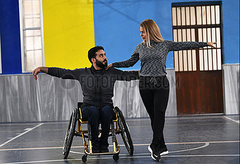 SYRIEN-DAMASKUS-ROLLSTUHLS DANCERS