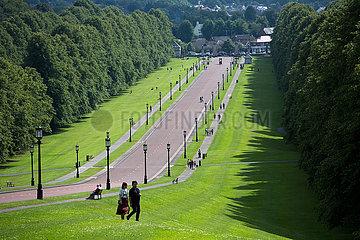 Grossbritannien  Belfast - Auffahrt zu Stormont Castle  Sitz der Nordirland-Versammlung und Regierung Nordirlands - ab Januar 2017 suspendiert.