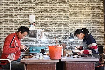 CHINA-HEILONGJIANG-YIAN-POTTERY Künstler (CN)