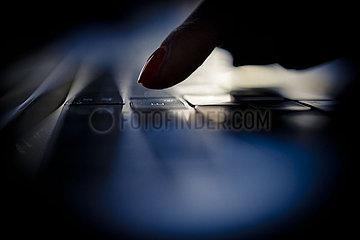 Haende auf Tastatur