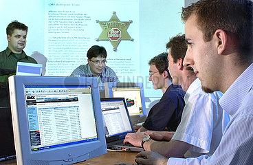 AntiSpam-Team bei der Firma GMX  2003