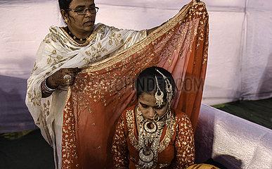 INDIEN-MUMBAI-MASS WEDDING