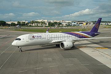 Singapur  Republik Singapur  A350 Passagierflugzeug der Thai Airways auf dem Flughafen Changi