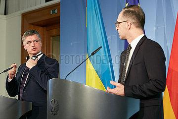 Berlin  Deutschland - Wadym Wolodymyrowytsch Prystajko und Heiko Maas  Aussenminister der Ukraine und Deutschlands bei einer Pressekonferenz.