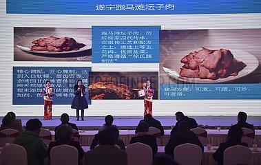 CHINA-CHENGDU-NEUJAHRS-SHOPPING-ARMUT RELIEF (CN)