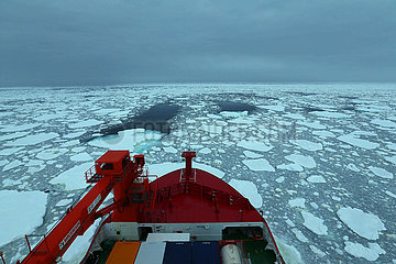 (EyesonSci) CHINA-Xuelong 2-ANTARCTIC EXPEDITION-Wetterbeobachtung
