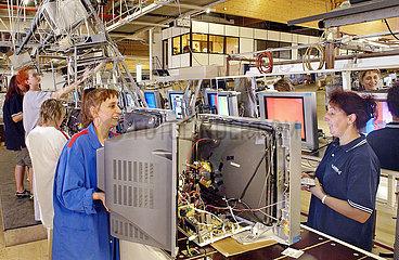 Firma Schneider Electronics  Produktion von Fernsehern  Tuerkheim  2003