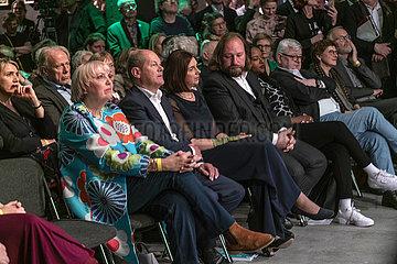 Roth + Scholz + Goering-Eckard + Hofreiter + Toure + Fischer + N. N. + Beckmann