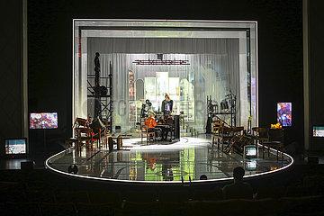 Maxim Gorki Theater IN MY ROOM
