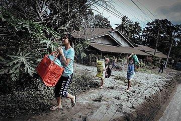 Evakuierung nach Ausbruch des Taal Vulkans