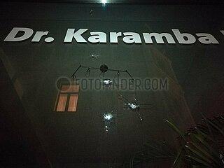 Einschussloecher am Buero von Karamba Diaby