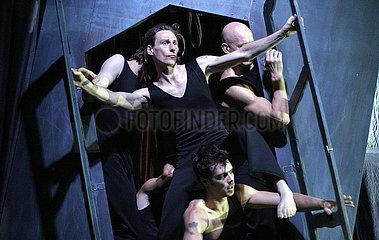Tipi - Das Zelt Berlin CIRQUE DES HOMMES