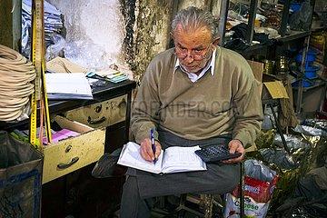 Iran  Eisenwarenhändler im Basar | Iran  hardware store in the bazaar