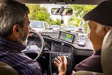 Iran  Taxifahrer im Verkehrsstau | Iran  taxi driver in traffic congestion