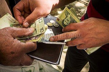 Iran  Geldwechsler in Isfahan | Iran  money changer in Isfahan