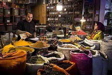 Iran  Gewürzhändler im Basar | Iran  spice dealer in the bazaar
