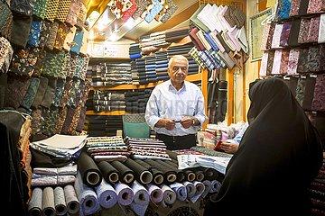 Iran  Stoffhändler an seinem Stand im Basar | Iran  textile dealer at his stand in the bazaar