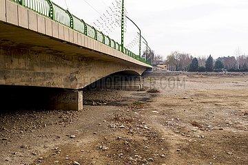 Iran  ausgetrocknetes Flussbett des Zayandeh Rud   Iran  dry river bed of the Zayandeh Rud
