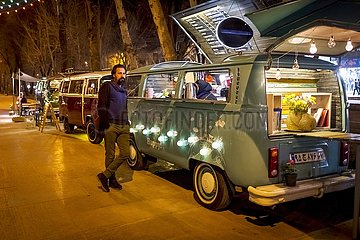 Iran  VW-Bus als mobiles Kaffeehaus | Iran  VW bus as a mobile coffee house