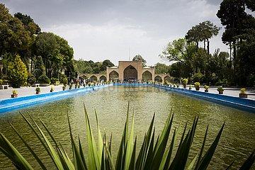 Wasserbasin am Tschehel-Sotun-Palast in Isfahan | Tschehel-Sotun-Palace in Isfahan