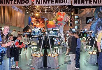 Internationale Funkausstellung  Nintendo Computerspiele  1999