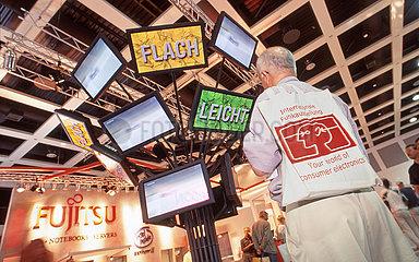Internationale Funkausstellung  Messestand Fujitsu  Flachbildschirme  1999