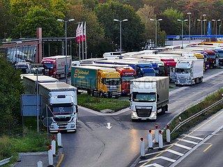 Fehlende Stellplätze für Fernfahrer auf Deutschen Autobahnen | Missing parking spaces for long-distance drivers on German motorways