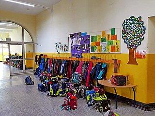 Frisch renovierter Schulflur in einer Grundschule | Newly renovated school corridor in a primary school