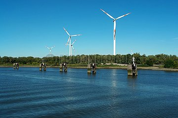 Windkraftanlagen an der Weser | wind turbines on the Weser
