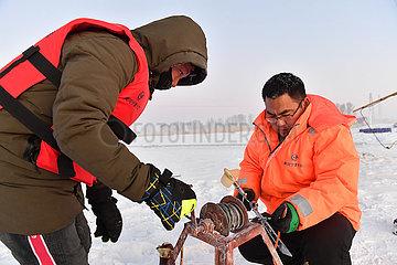 CHINA-INNER MONGOLIA-Tuoketuo-YELLOW RIVER hydrologischen WORKERS (CN)