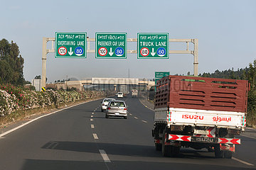 Addis Abeba  Aethiopien - Mautpflichtige Autobahn von Addis Abeba nach Adama