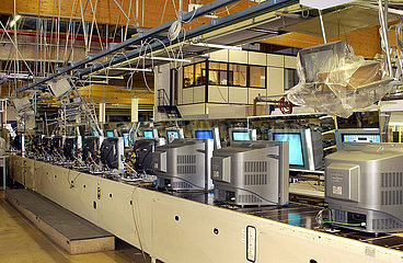 Firma Schneider Electronics  Fliessband  Produktion von Fernsehern  Tuerkheim  2003