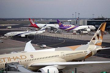 Frankfurt am Main  Deutschland  Flugzeuge am Frankfurt Airport
