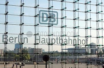 Berlin  Deutschland  Blick aus dem Hauptbahnhof auf den Washington-Platz