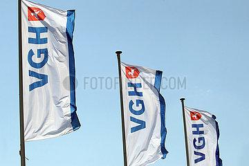 Hannover  Deutschland  Fahnen der VGH-Versicherung wehen im Wind