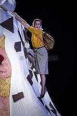 Deutsches Theater Berlin SOPHIE ROIS FAEHRT GEGEN DIE WAND