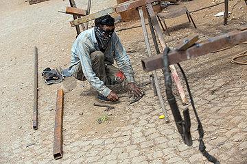 Adama  Oromiyaa  Aethiopien - Schlosser arbeitet auf der Strasse