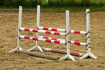 Hürden auf einer Reitsportanlage | hurdles on a horse riding facility