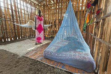 Opanya  Gambela  Aethiopien - Schlafplatz  Matratze mit Moskitonetz