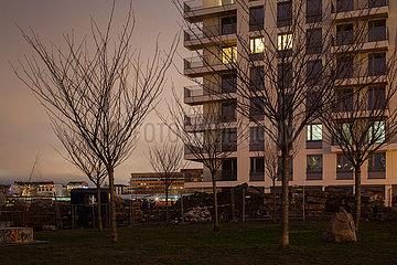 Neubau von Wohnungen am Mauerstreifen an der East-Side-Gallery in der Muehlenstrasse in Berlin-Friedrichshain