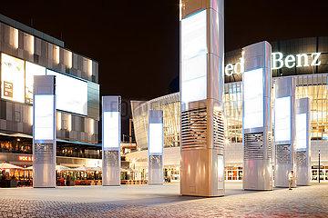 Mercedes-Platz bei Nacht in Berlin-Friedrichshain