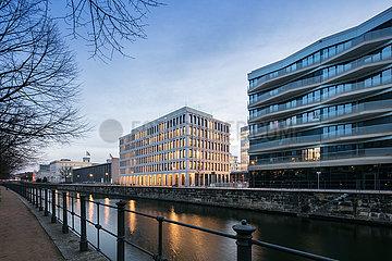 Buerogebaeude in der Europa-City am Berlin-Spandauer-Schifffahrtskanal in Berlin-Moabit