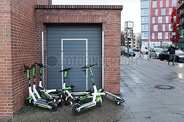 Geparkte E-Scooter